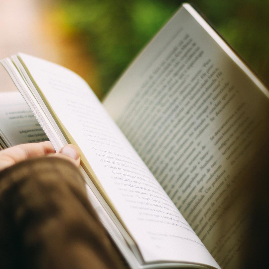 Buch lesen für einen erholsamen Schlaf - Abendritual